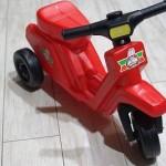 赤いミニバイク